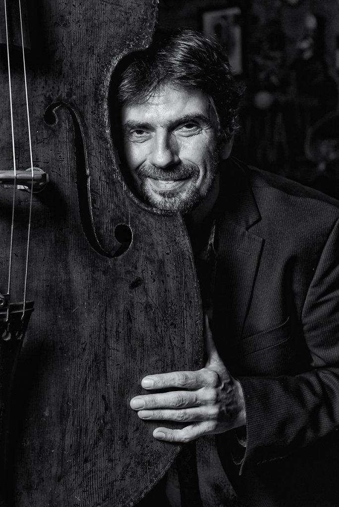 Bassist Philippe Aerts